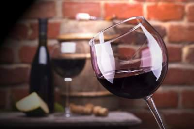 One Glass of Wine Daily Raises Breast-Cancer Risk, Study Says