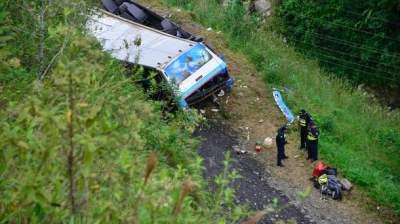 Passenger bus nosedives 300 feet, kills 17