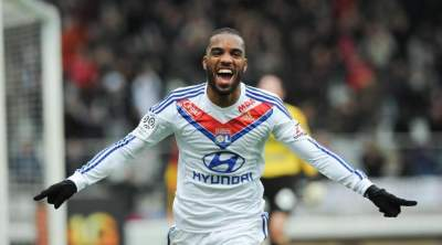 Lyon confirm Alexandre Lacazette has verbal agreement with Atletico Madrid