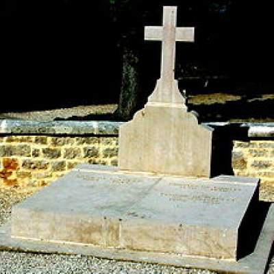 Dismay, anger in France at vandalism of De Gaulle's tomb