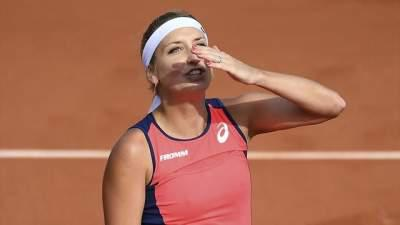 Ostapenko blazes past Bacsinszky to reach French Open final