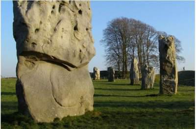 Avebury stone circle contains hidden square, archaeologists find
