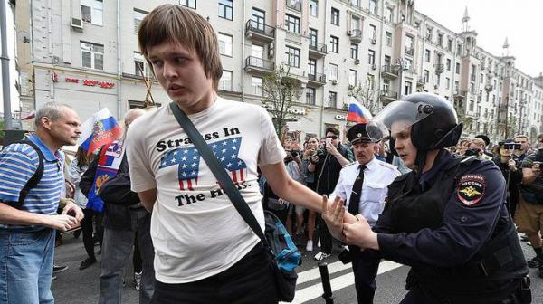 Russia's Riot Police Detain Hundreds At Anti-Corruption Rally