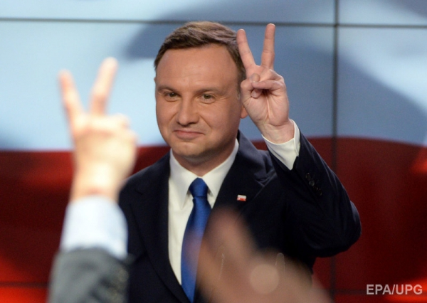 European Union threatens Poland's voting rights over court reforms