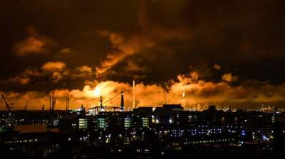 Major Fire at Shell Rotterdam Refinery Extinguished