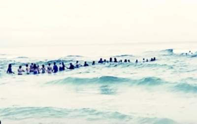 People Almost Drowned In A Riptide, Until Strangers Formed A Human Chain
