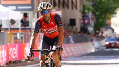 Nibali wins Vuelta third stage, Froome takes overall lead