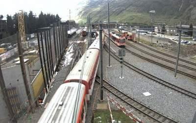 Two trains crash injuring around 30 people in Switzerland
