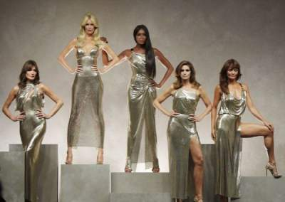 Famous Fashion Designer Brought To The Catwalk The Legendary Models Of The 90s Micetimes Asia