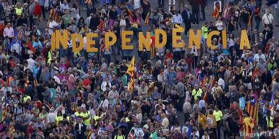 Hundreds of tractors flood Barcelona as farmers back referendum
