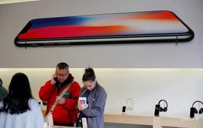 У iPhone X отключается на морозе дисплей