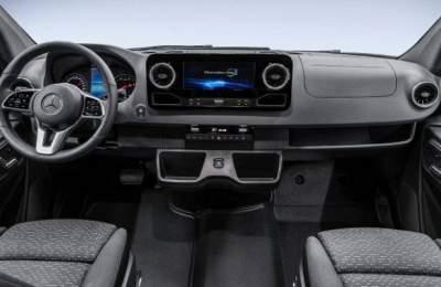 Mercedes представил интерьер фургона Sprinter нового поколения