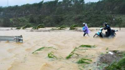 Hundreds of thousands evacuated as Vietnam braces for TyphoonTembin