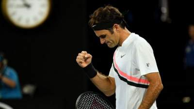 Federer heads to final