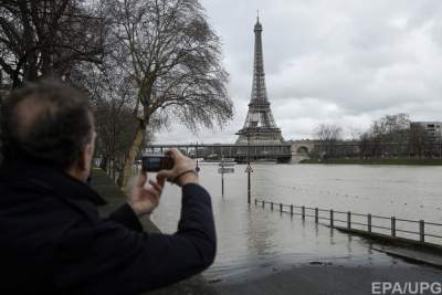 Paris on alert as River Seine set to reach peak