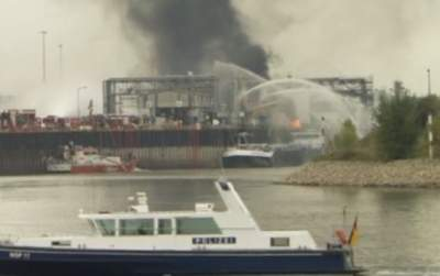Burning oil tanker off China's coast in danger of exploding