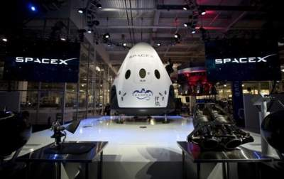 SpaceX Dragon splashes into Pacific in safe return