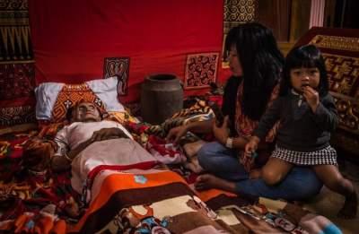 Вечеринки с мертвецами: шокирующие традиции тораджа. Фото