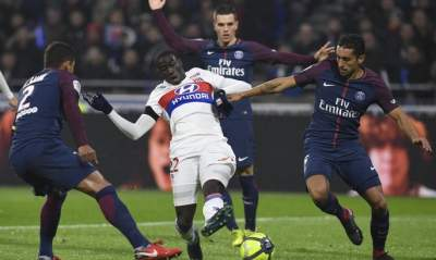 Memphis Depay scores stunning goal to secure Lyon's victory over PSG