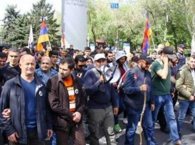 Ex-president Serzh Sargsyan appointed Armenian PM as opposition declares 'velvet revolution'