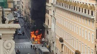 Passenger bus catches fire in Rome; 9th this year