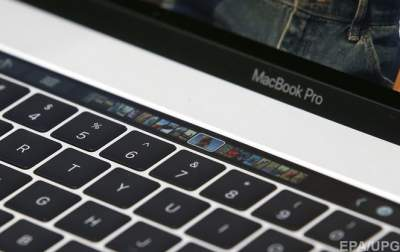 Apple boosts oomph in priciest MacBook Pros