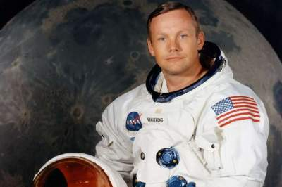 Neil Armstrong's memorabilia to be auctioned