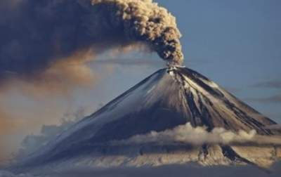 Sicily's Mount Etna Erupts, Spews Lava Chunks and Ash