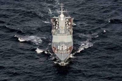 U.S. navy intercepts arms smuggling boat off Yemen