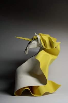 Художник создает из бумаги очень реалистичные фигурки. Фото