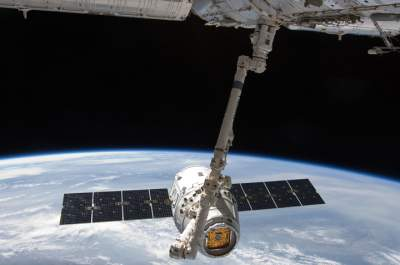 Manned flight to space station is on track, says SpaceX