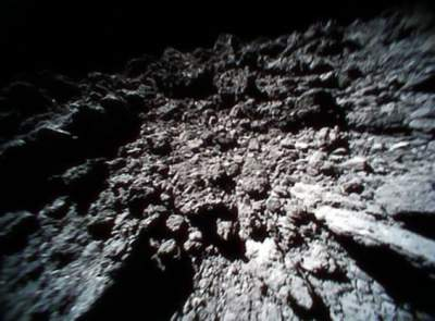 Japan asteroid rovers send back incredible images of rock's surface