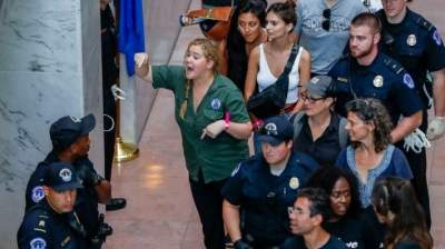 Amy Schumer Arrested with Anti-Kavanaugh Protesters in D.C.
