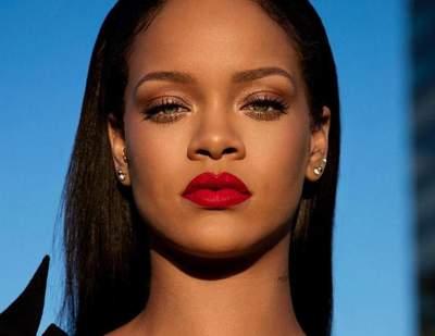 Rihanna naked camera