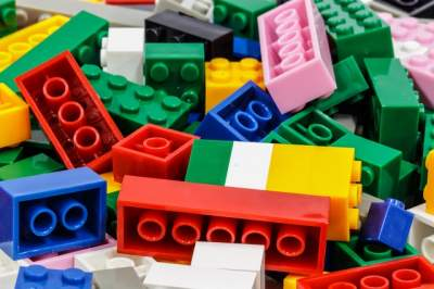 Scientists swallow Lego pieces to judge whether they are damaging for children