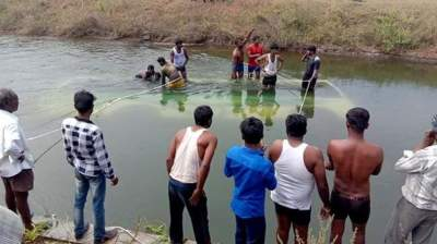 28 drown in India bus crash, many of them children