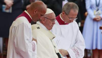 Pope Francis accepts resignation of Vatican spokesman, deputy