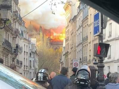 В Париже горит собор Нотр Дам де Пари